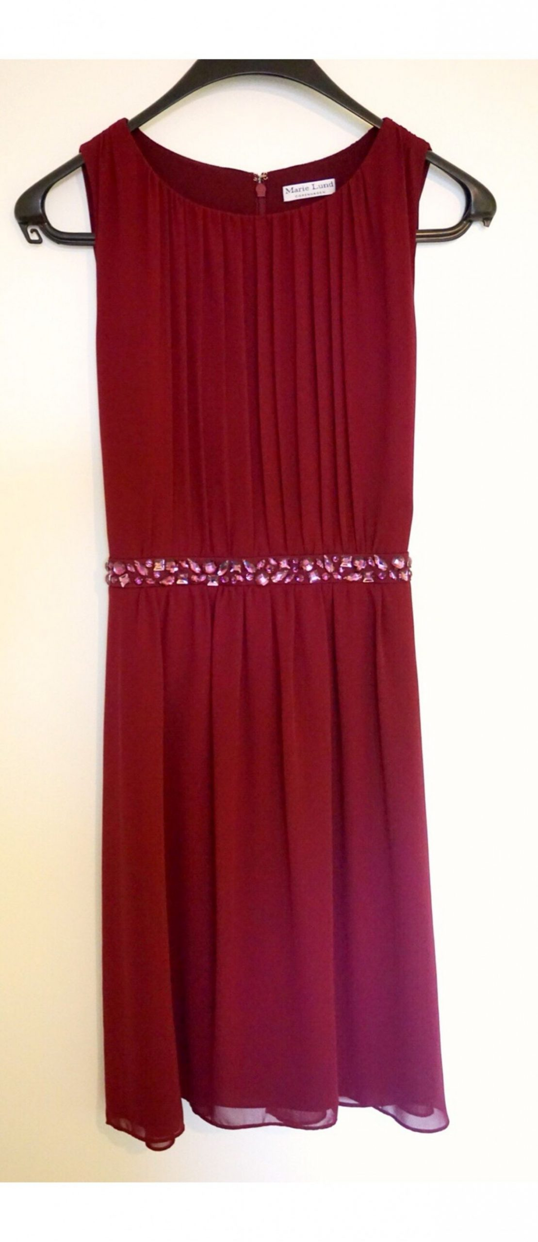 Chiffon-Kleid in weinrot in Gr. 11 in 11 Ennigerloh for €11.11
