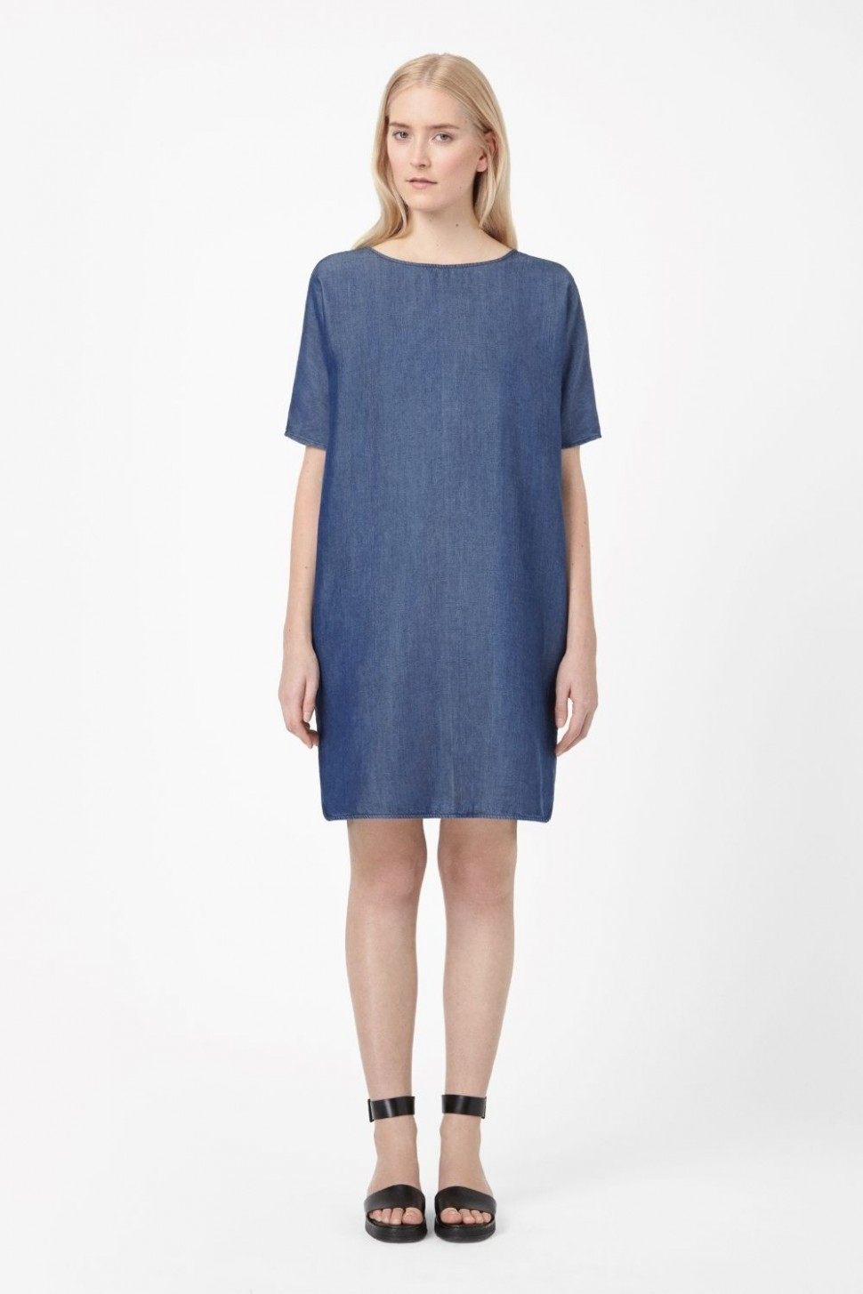 cos made from a lightweight fabric that has been woven to look cos kleider