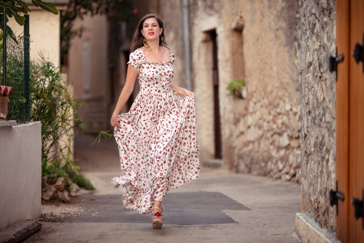 maxi dresses: a style guide on how to wear, style & team them maxikleid sommer
