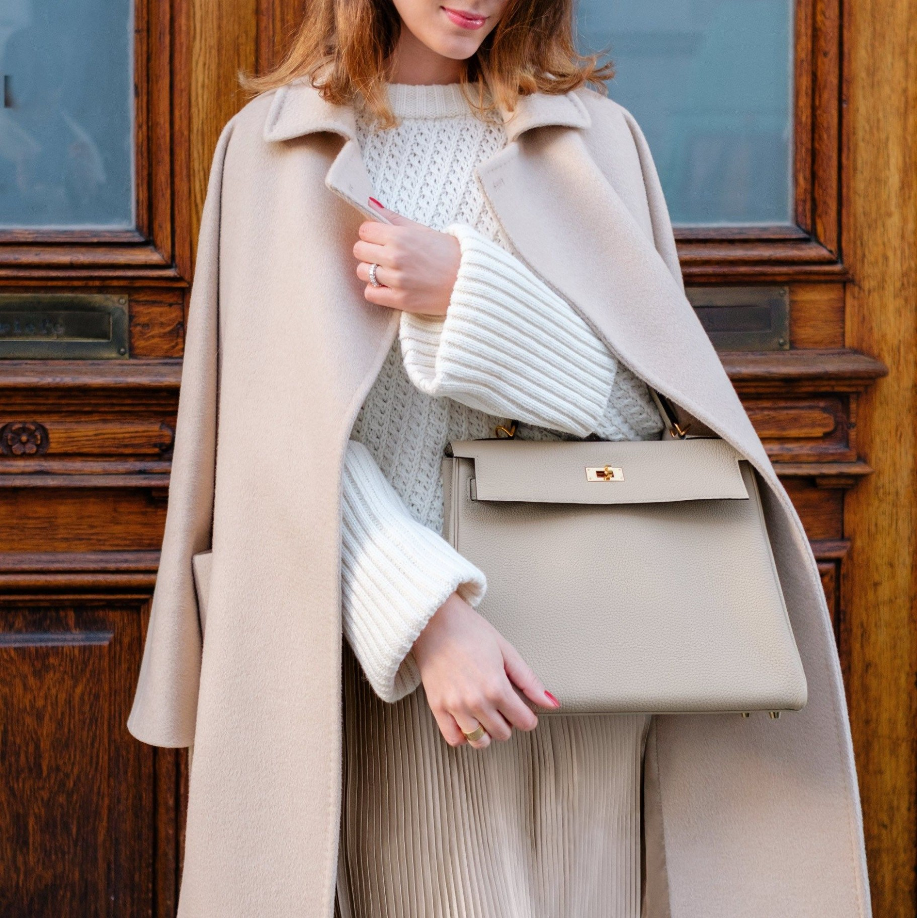 wearing hermès kelly bag in color trench (size 12) and max mara hermes kleidung