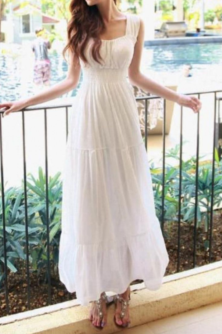 this maxi dress is absolutely stunning
