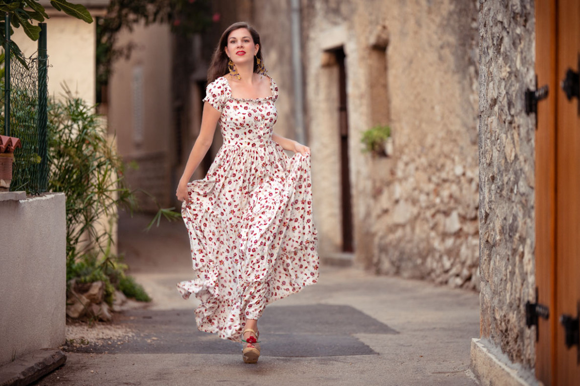 maxi dresses: a style guide on how to wear, style & team them maxi kleider sommer
